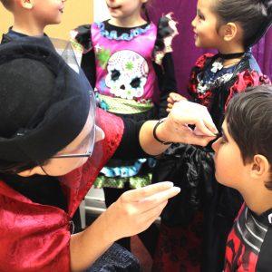 Kinderschminken zu Halloween