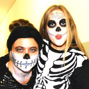 Zu Halloween verkleidete Kinder