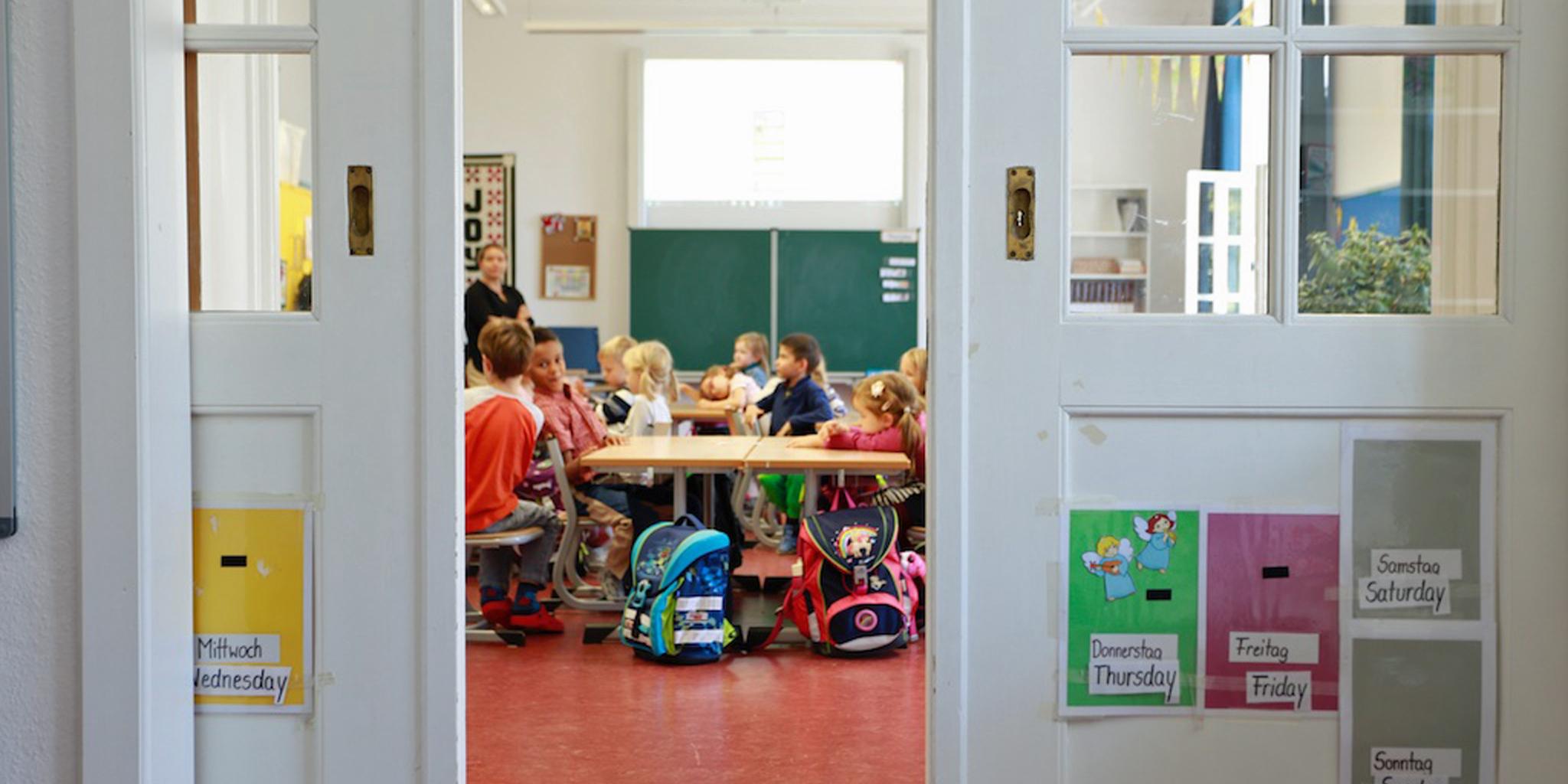 Klassenzimmer mit Schulkindern