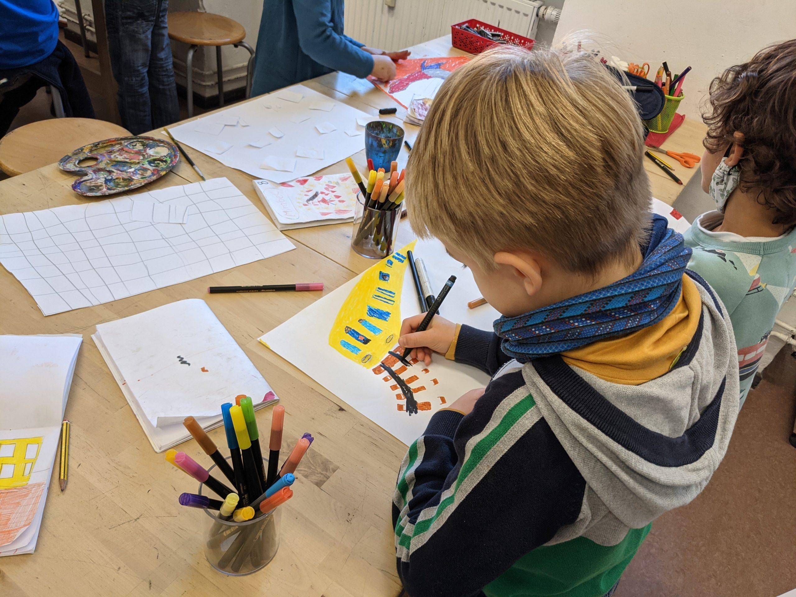 Schüler im Kunstunterricht